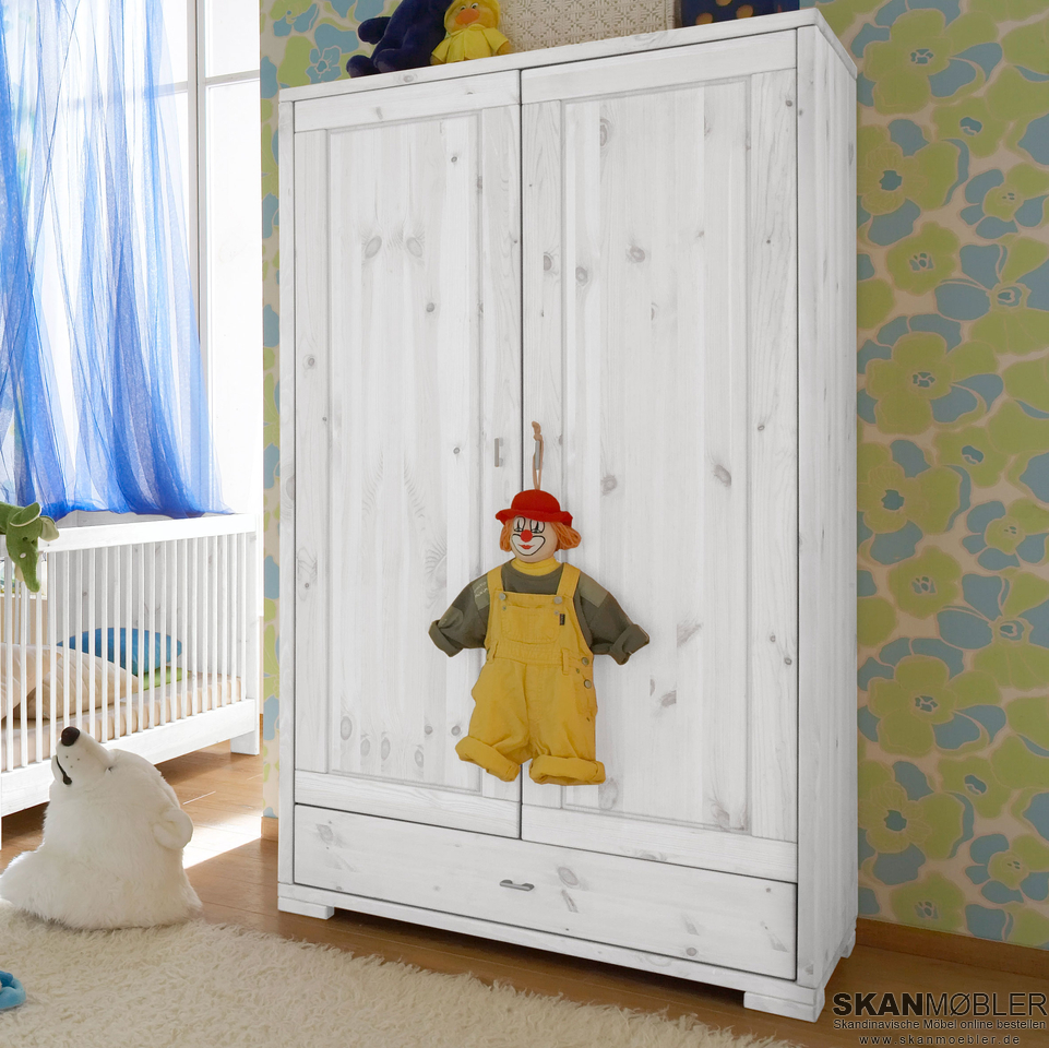 kleiderschrank f r kinderzimmer babyzimmer guldborg von pinus g nstig bestellen bei skanm bler. Black Bedroom Furniture Sets. Home Design Ideas